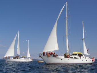 Island Roamer and Island Odyssey - Gulf Islands school group with Bluewater Adventures