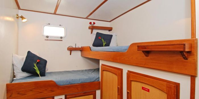 The island roamer 68 39 sailing vessel for Cabins 1770